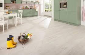 vinylboden für küche bilder vinylboden im praktischen einsatz