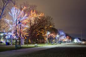 Christmas Lights Installation Toronto by Christmas Lights In The Beach Could Darken After Fight Over Fees