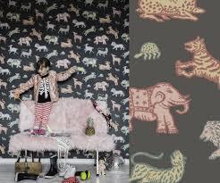 la chambre des couleurs de grands animaux colorés dans une chambre d enfant au fil