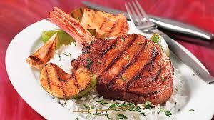 cuisiner une cote de veau côtelettes de veau coupe hôtel aux pommes grillées recettes iga