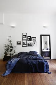Simple Bedroom Decorating Ideas by 15 Easy Ways To Decorate Your Apartment With Navy Blue Bedrooms