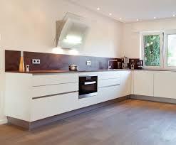 kuche u form mit kochinsel hochglanz plan kuchenbeispiele landhaus