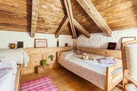 letto casa interno rustico della da letto della casa della montagna