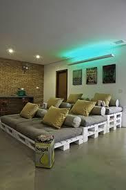 canapé avec palette des idées diy pour réutiliser une palette en bois