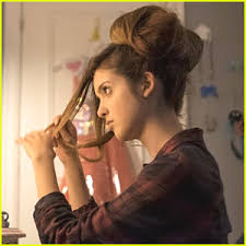 did laura marano really cut her hair watch laura marano s hair go from gorgeous to grimy in new bad