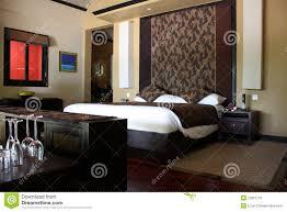Schlafzimmer Braunes Bett Raum Schlafzimmer Braun Stockfoto Bild Von Blatt Platz 13021716
