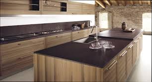 cuisine design bois cuisine bois design en massif et granit superbe conception de maison