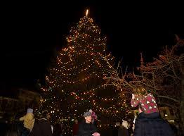 lights proclaim holiday season in chagrin falls cleveland com