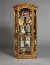 Pulaski Furniture Curio Cabinet by 128 Best Curio Cabinets Images On Pinterest Curio Cabinets Wood