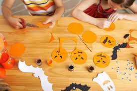 7 quick and easy halloween decorations to make for your classroom