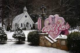 wedding chapels in tennessee gatlinburg a wedding chapel destination lures lovebirds back