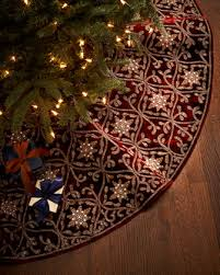 pretty burgundy and gold tree skirt http rstyle me n