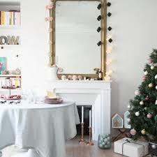 decor cheminee salon noël 6 façons de décorer sa cheminée marie claire