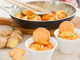 cuisiner avec du gingembre recette pommes caramélisées au gingembre sur lit de fromage