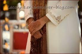 mariage islam le henné sur les mains du marié le en islam