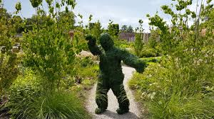 Garden Topiary Wire Forms Topiary Human Statues And Human Hedges Youtube