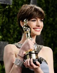 Anne Hathaway Vanity Fair Anne Hathaway Holds Her Award For Supporting Actrress For U201cles