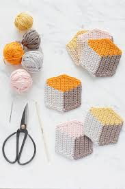 full diy tutorial on how to tapestry crochet these cool 3d cube