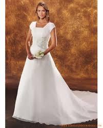 magasin robe de mariã e lille robe de mariée rétro à lille col carré et broderie robe de