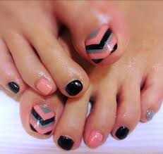 chevron toe nail design chevron toe nails chevron toes and toe