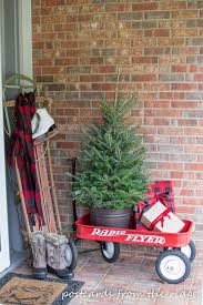 Decorate Outside Christmas Trees by Best 25 Christmas Porch Decorations Ideas On Pinterest