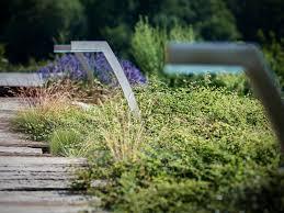 modele jardin contemporain borne d u0027éclairage de jardin contemporaine en métal à led