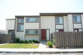 three bedroom townhomes stratford lakes apartments rentals canal winchester oh