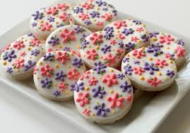 Easy Icing Flowers - how to pipe simple flowers on cookies u2013 the sweet adventures of