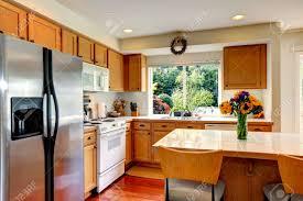 couleur d armoire de cuisine cuisine confortable avec armoires de couleur de miel appareils