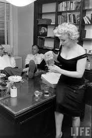 marilyn monroe and arthur miller with producer kermit bloomgarden