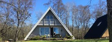 self catering waterfront chalet on the lake of menteith