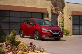 nissan leaf apple carplay 2018 nissan leaf vs chevrolet bolt ev new electric cars compared