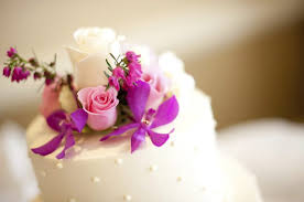 fresh flowers how to arrange fresh flowers on a wedding cake leaftv