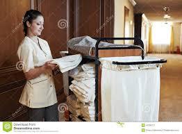 chariot femme de chambre femme de chambre à l hôtel image stock image du chambermaid