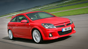 vauxhall vxr220 ford vs vauxhall retro hatch showdown motoring research