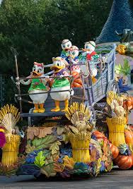 halloween disneyland background mickey u0027s halloween celebration debuts at disneyland paris disney