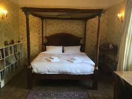 Emperor Size Bed Llandrinio Hall A Beautiful Home From Home An Historic Manor