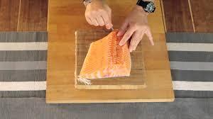 comment cuisiner un pavé de saumon recette comment désarêter un pavé de saumon cuisine