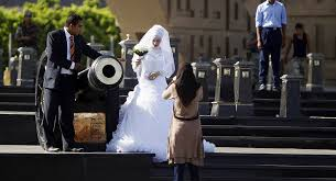strapped egyptians forgo popular wedding traditions