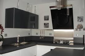 cuisines blanches et grises cuisine grise et blanche cuisine blanc laque plan travail bois 3