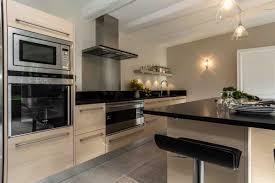 cuisine beige cuisine bois et noir collection et cuisine beige et noir