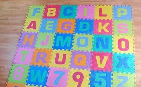 tappeti puzzle di nuovo sotto accusa i tappeti puzzle per bambini