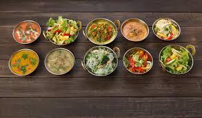 cuisine indienne vegetarienne vegan et plats épicés chauds de cuisine indienne végétarienne photo