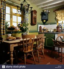 Cottage Pine Furniture by Pine Table And Chairs In Cottage Kitchen With Quarry Tiled Floor