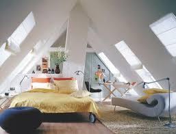 wohnideen schlafzimmer abgeschrgtes schlafzimmer unterm dach gestalten bigschool info