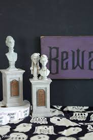 diy wood halloween sign tutorial and haunted mansion craft idea
