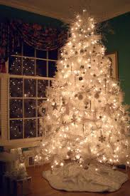 how do you decorate a white tree tree