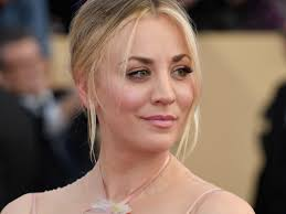 why kaley cucoo cut her hair actress kaley cuoco dyed her hair insider