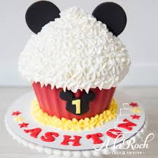 mickey mouse cake mickey mouse inspired cupcake smash à la roch cakes