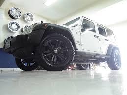 mobil jeep modifikasi tampil sangar mobil jeep rubicon pakai velg vrock ring 20 inch